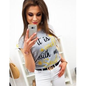 Moderné dámske tričko v sivej farbe s potlačou