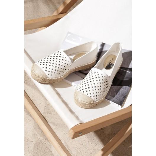 Dámske dierkované espadrilky v bielej farbe