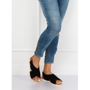 Čierne dámske semišové sandále na nízkej bielej podrážke