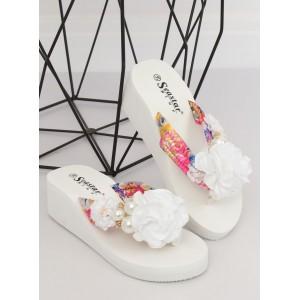 Dámske biele šľapky na platforme s ozdobným kvetom a perlami