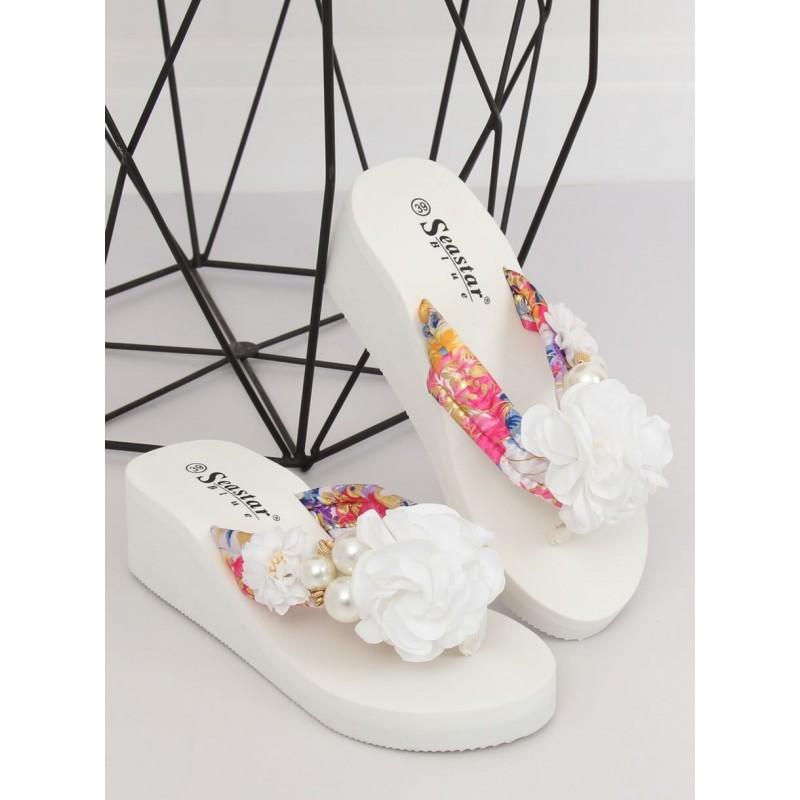 1afecb16ee7e1 Dámske biele šľapky na platforme s ozdobným kvetom a perlami