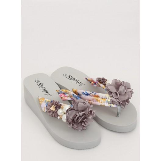 Štýlové dámske šľapky na platforme v sivej farbe s ozdobným kvetom