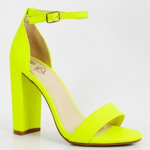 Originálne dámske neónovo žlté sandále podľa najnovších trendov