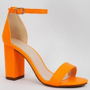 Letné dámske sandále v neónovo oranžovej farbe na plnom opätku