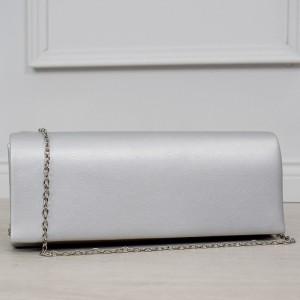 Elegantná strieborná listová kabelka so striebornou retiazkou