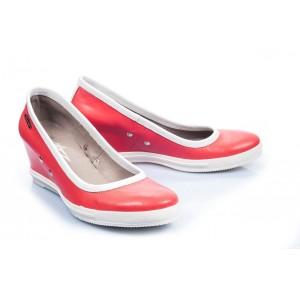 Dizajnovo originálne dámske poltopánky v sýto-červenej farbe