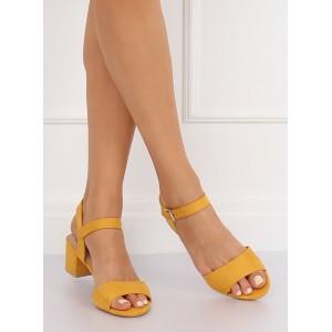 Elegantné dámske sandále na nízkom podpätku v žltej farbe