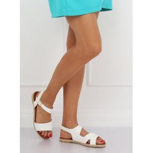 Biele dámske sandále na nízkej podrážke s asymetrickým designom