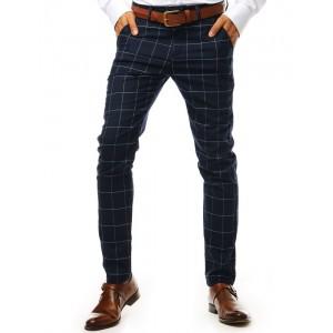 Moderné pánske slim nohavice v tmavo modrej farbe so vzorom kára