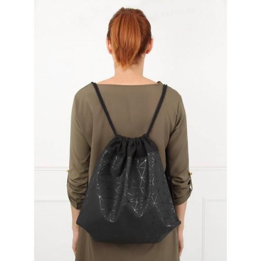 Moderný dámsky batoh v čiernej farbe
