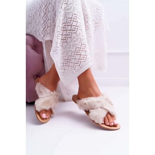 Biele dámske papuče s chlpatým vzorom