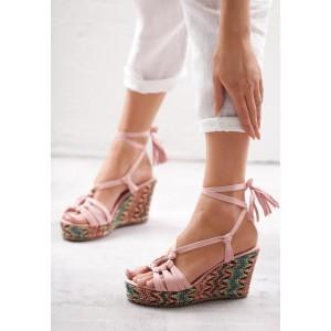 Sandále na platforme s viazaním okolo nohy