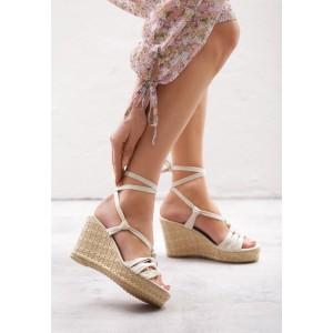 Dámske letné sandále na platforme v béžovej farbe