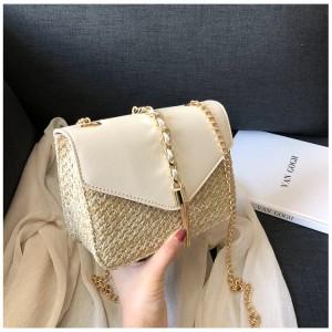 Pletená kabelka v béžovej farbe na rameno