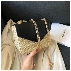 Dámska pletená kabelka v čiernej farbe
