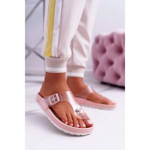 Trendy púdrovo ružové dámske gumené šľapky na pláž
