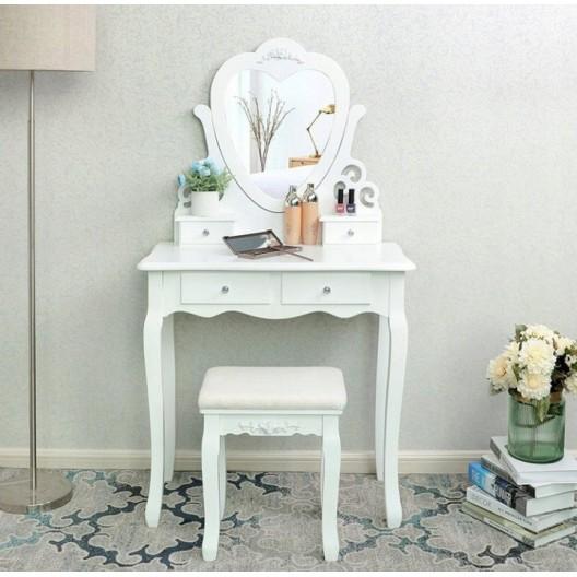 Retro toaletný stolík so zrkadlom v tvare srdca