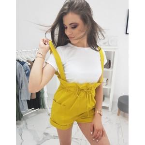 Moderný dámsky set tričko a letné žlté kraťasy s trakmi a manžetami