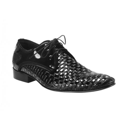 Obľúbená pánska obuv čiernej farby vyrobená z najkvalitnejších materiálov