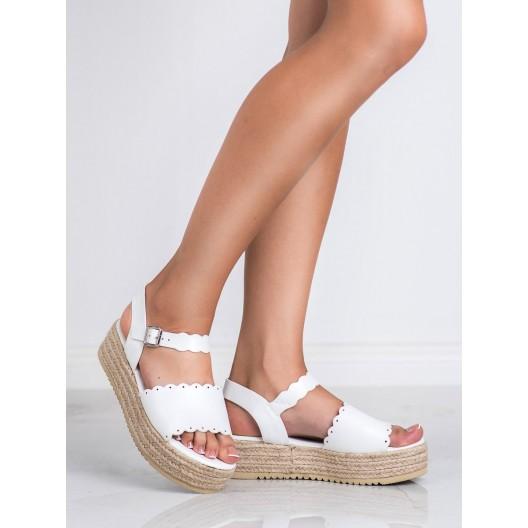 Dámske biele sandále na vysokej rovnej pletencovej platforme