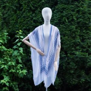 Vzorované dámske pareo v modrej farbe