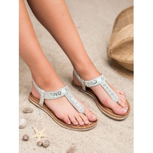 Dámske strieborné sandále japonky s kamienkami a na nízkej podrážke