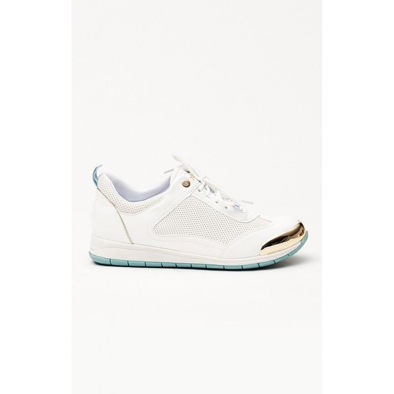 92a574f3a5f5 Predchádzajúci. Moderné biele dámske tenisky s elegantnou zlatou špičkou ...
