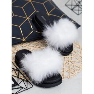 Biele dámske kožušinové šľapky na čiernej gumenej platforme