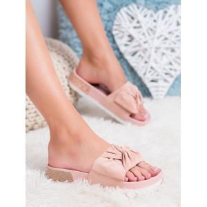 Trendy dámske ružové sandále so zirkónmi v podrážke