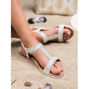 Krásne strieborné sandále s lesklými kamienkami a perličkami
