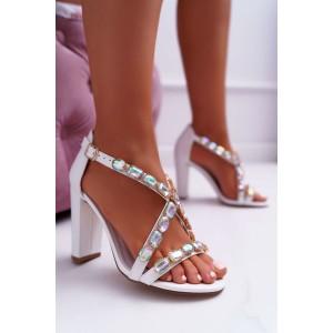 Biele dámske sandále na vysokom opätku