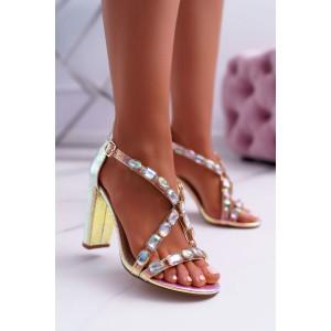 Dámske sandále s ozdobnými kamienkami