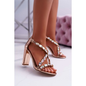Lesklé dámske sandále