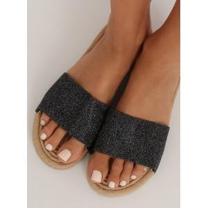 Pohodlné dámske letné šľapky čiernej farby