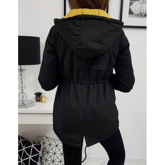 Čierna dámska prechodná bunda so zapínaním na zips a gombíky