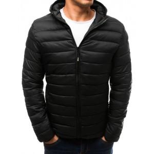 Jednoduchá pánska prešívaná bunda čiernej farby s kapucňou