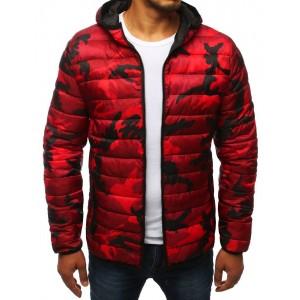 Červená jesenná bunda s moderným maskáčovým vzorom