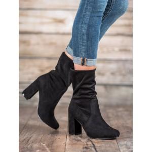 Vysoké dámske členkové topánky v čiernej farbe