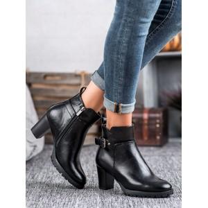 Kožené dámske kotníkové topánky v čiernej farbe