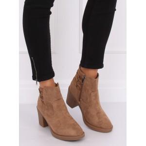 Semišové dámske kotníkové topánky v béžovej farbe a módnom opätku