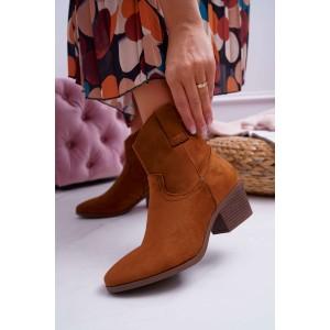 Trendy dámske kotníkové kozačky na opätku v módnej camel farbe