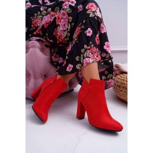 Originálne dámske červené semišové kotníkové čižmy na vysokom opätku