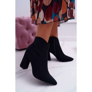 Dámske čierne semišové členkové topánky na opätku s vybíjaním