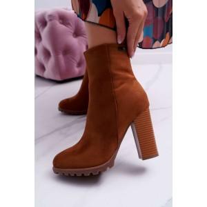 Hnedé dámske semišové kotníkové čižmy na vysokom módnom opätku