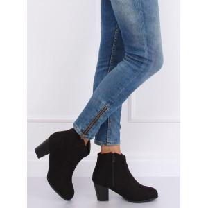 Semišové členkové topánky čiernej farby so zaoblenými špičkami