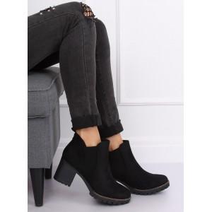 Zateplené dámske členkové topánky na platforme čiernej farby