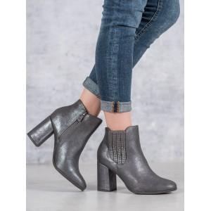 Dámske sivo strieborné členkové topánky na módnom vysokom opätku
