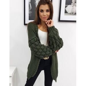 Módny dámsky oversize pletený sveter v trendy zelenej farbe