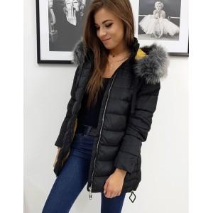 Dámska čierna prešívaná bunda na zimu s kapucňou bohatou kožušinou
