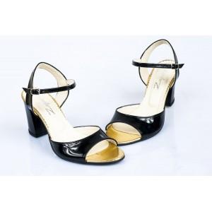 Čierne dámske sandále s otvorenou špičkou a opätkom